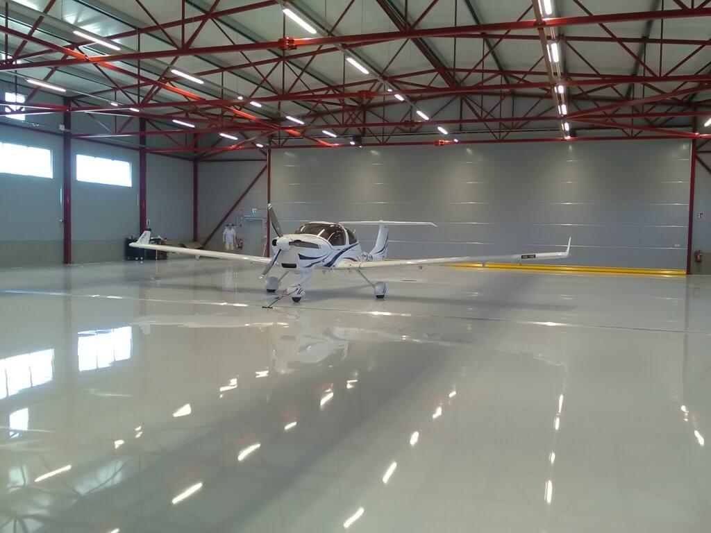 Lentokonehalli